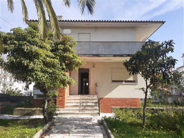 Detached house T8 / Cascais, Parede